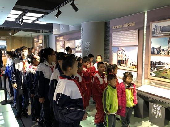 """重山集团参加罗村中心校""""爱心助学""""资助金发放仪式25"""
