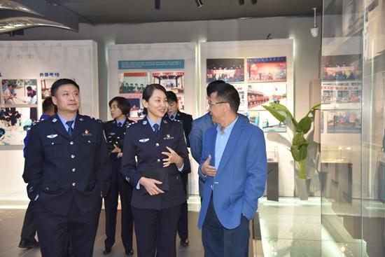 市交警支队开展交通安全公益行活动68