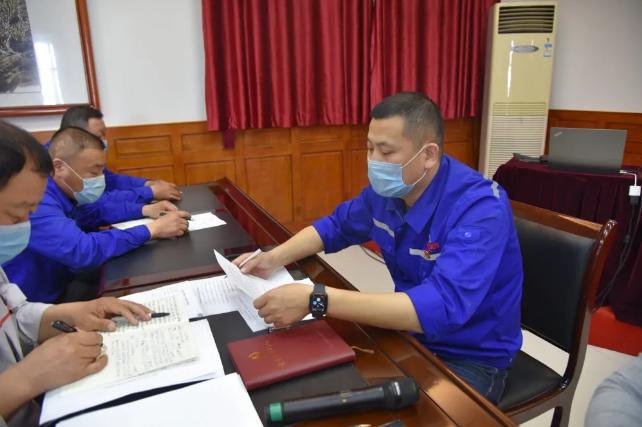 集团机关、鲁中水泥党支部召开入党积极分子推选会议57